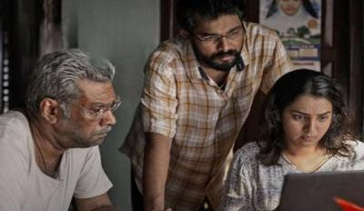 """In """"Aarkkariyam"""" Parvathy Impresses In An Impactful Film"""